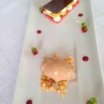 Tiramisú de Pistáchio com Chocolate Branco e Cerejas Confitadas, Gelado de Café e Crocante de Chocolate Tainori