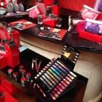 O espaço Sephora com os seus muitos e fantásticos kits de maquilhagem, rosto e corpo.