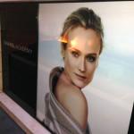 À entrada da Chanel Academy, o rosto da atriz Diane Krueger, que será também a cara da linha Le Lift.