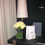 O meu quarto com uma mesa muito Chanel.
