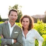 Os dois ambientalistas e fundadores da marca Caudalie, Mathilde e Bertrand Thomas
