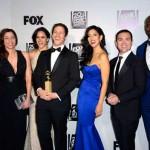 """Equipa e elenco de """"Brooklyn Nine-Nine"""", vencedor do Globo para Melhor Série de Televisão (Comédia ou Musical)."""