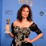 """Jacqueline Bisset: Melhor Atriz Secundária em Série, Minissérie ou Telefilme, por """"Dancing on the Edge""""."""