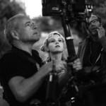 A realizadora Olivia Bee e a sua equipa no making of da campanha Anaïs Anaïs da Cacharel.