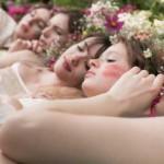 As raparigas Cacharel que simbolizam a juventude, a pureza e a feminilidade.