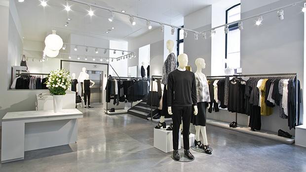 ed705ef4c A COS, marca internacional de estilo minimalista pertencente ao grupo da  H&M, acaba de abrir a sua primeira loja em Portugal, no coração de Lisboa.