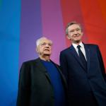 O arquiteto Frank Gehry (à esquerda) e o presidente do grupo LVMH, Bernard Arnault © Reuters.