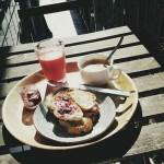 Pequeno-almoço na minha varanda.