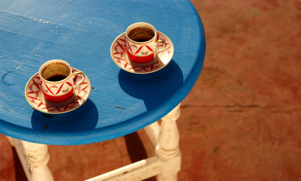 Uma obra de arte e um café, por favor!