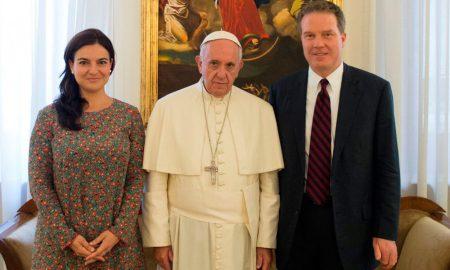 Vaticano nomeia mulher para porta-voz