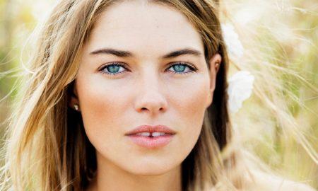 Jessica Hart: o novo rosto da Triumph