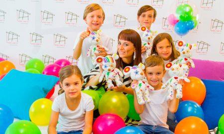 María Escoté e as crianças