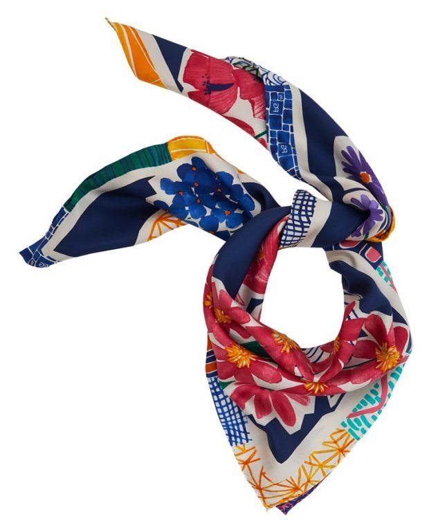 Lenço em seda estampada, Purificacion Garcia €55 (PVP €78)