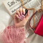 Suzi Calls The Paparazzi_Single Bottle Hand_2072