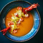 Tom Yum de carabineiro com wontons de camarão e galinha 24€
